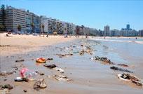 Intendencia culpa a los vecinos por la suciedad en las playas