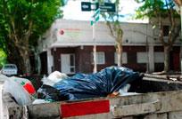 Vecinos reclaman rotación de contenedor por situación de insalubridad en esquina céntrica del Hotel Uruguay